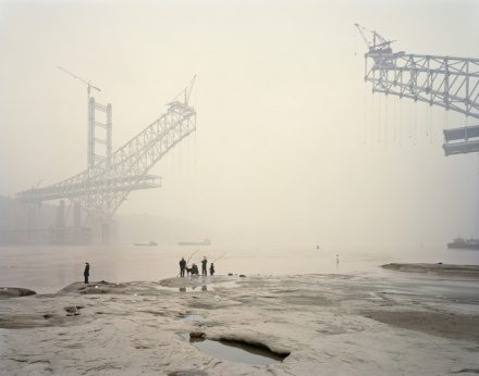 542a1a93c07a809a0e000267_constructing-worlds-photography-and-architecture-in-the-modern-age-_10-_nadav_kander__chongqing_xi__chongqing_municipality__6720